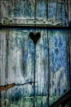 Barn door with heart - ZsaZsa Bellagio: Country Charm, Red & Blue Heart In Nature, Heart Art, The Doors, Windows And Doors, Door Knockers, Door Knobs, Drawer Knobs, Portal, Yoga Studio Design