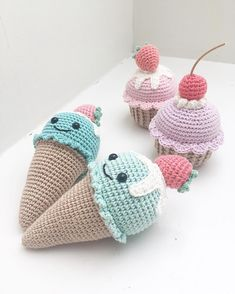 •••••••••••••••••••••••••••••••••••• Pattern  @pinky_pinky_blue  #crochettoys #crochetforbaby #crochetforkids #crochetfood #crochetplayfood #crochetcupcake #crochetcake #crocheticecream #crochetsweets #crochetdesserts #hæklettilbørn #hæklettilbaby #hæklettilbørneværelset #hækletlegetøj #hækletlegemad #hækletmad #hækletis #hækletisvaffel #hækletmuffin #hækletcupcake #pinkypinkyblue Crochet Cake, Crochet Food, Crochet For Kids, Knit Crochet, Knitting Patterns, Crochet Patterns, Knitted Dolls, Crochet Animals, Beautiful Crochet