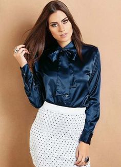 camisa social feminina de cetim azul escuro