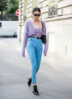 """8 """"Basic"""" Skinny-Jean Outfits That Actually Look Pretty Expensive Outfit Jeans, Mid Rise Skinny Jeans, Distressed Skinny Jeans, Jeans Boyfriend, Mom Jeans, Denim Jeans, Fashion Models, Fashion Women, Cheap Jeans For Women"""
