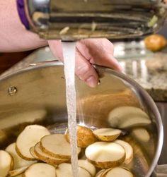 K čemu využijete syrové plátky brambor?