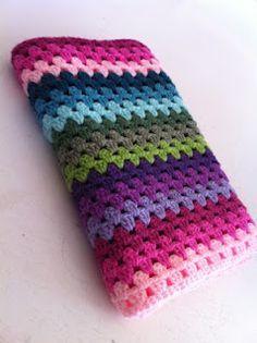 Het gaat niet snel, en het kost allemaal wat moeite, maar we proberen gewoon door te gaan. Rainbow Crochet, Love Crochet, Diy Crochet, Crochet Crafts, Crochet Projects, Simple Crochet, Granny Stripe Blanket, Baby Blanket Crochet, Crochet Baby