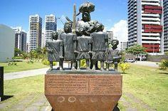 Parque Dona Lindu. Esculturas que representam a família do Ex- Presidente Luiz Inácio Lula da Silva.