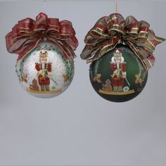 "Set of 2 White and Green ""Santa the Nutcracker"" Hand Painted Glass Ball Christmas Ornaments with Plaid Bows 5"": Amazon.co.uk: Kitchen & Home"
