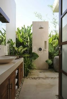 dirtbin designs: Outdoor bathroom and shower