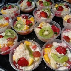 3 Ways to Make Fruit Salads for Sale Tasty and Practical - snacks - Berry Smoothie Recipe, Easy Smoothie Recipes, Salad Recipes, Snack Recipes, Cooking Recipes, Snacks, Cake Recipes, Dessert Recipes, Homemade Frappuccino