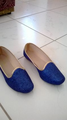 Olha só a sapatilha que fiz.. bom, eu a produzir com glitter... ficou bem legal e dar pra fazer de qualquer cor...
