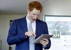 A picture of Prince Harry tweeting for the first time via @MirrorJohnny. He looks excited! #invictusgames pic.twitter.com/MPAMKq1Rll
