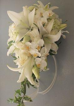6月の花嫁へお作りした6月の花冠。 あじさいとグースベリーとスモークツリーの小さ...