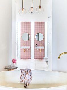 Un baño de color rosa- Micasarevista Design Living Room, Living Room Paint, Living Rooms, Bathroom Interior Design, Home Interior, Interior Designing, Bathroom Inspiration, Interior Inspiration, Modern Bathrooms