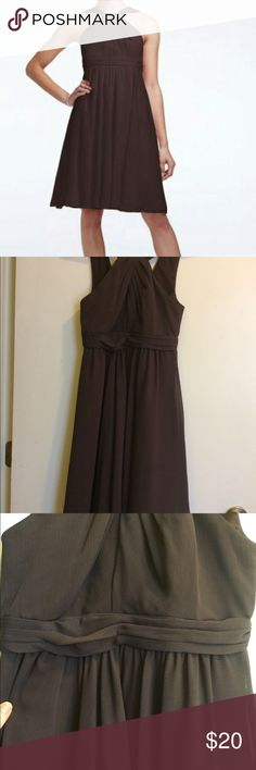 David's Bridal Crinkle Chiffon Short Dress Brown 0 Size 0, David's Bridal Truffle color. Pretty chocolate brown. Knee length. Fully lined. Worn a few times, still plenty of life left. Zip back and halter neckline. David's Bridal Dresses