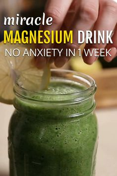This Miracle Magnesium Drink is said to have no anxiety for one week. A few ingredients are kale and bananas. It helps cure the anxiety by messing around with the biological chemicals that are associated in the brain Healthy Juices, Healthy Smoothies, Healthy Drinks, Healthy Food, Nutrition Drinks, Healthy Recipes, Kale Smoothie Recipes, Smoothie Drinks, Health And Nutrition