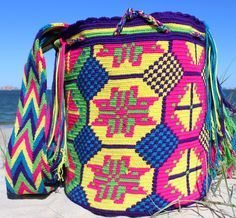 Mobolso - Brisa - Authentic Handmade Wayuu Mochila #Christmas #shopping #oneofakind #artesan #bag #fairtrade #fashion #handmade #boho #festival