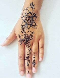 Tatowierung - Tattoo Article What is a temporary tattoo? The first thing that comes to mind when you say temporary tattoo is Indian henna. The henna is Beautiful Henna Designs, Simple Mehndi Designs, Mehndi Designs For Hands, Cute Henna Designs, Floral Henna Designs, Beautiful Beautiful, Beautiful Pictures, Simple Henna Tattoo, Henna Tattoo Hand
