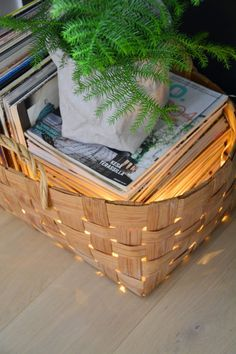 moderni puutalo: Joulutunnelmia Cosy Home Decor, Inside A House, Scandinavian Style Home, Wooden Basket, Home Repairs, Country Christmas, Seasonal Decor, My Dream Home, Home Accessories