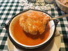 Korhely halászlé teszt: Aranyosidombi Udvarház – Poroszló Jöjjön a teszt: A korhely halászlé a rusztikus tálalási irányt képviselve bográcsban érkezik, gyékény tartja melegen. Hőmérséklete minden alkalommal megfelelő, talán túl forró is... Minden, Cornbread, Ethnic Recipes, Food, Millet Bread, Essen, Meals, Yemek, Corn Bread