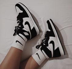 I can't tell u how much I want a pair of Jordan's 😍 Jordan Shoes Girls, Girls Shoes, Retro Jordan Shoes, Retro Nike Shoes, Nike Air Jordan Retro, Nike Air Max, Nike Air Shoes, Cool Nike Shoes, Sneakers Nike Jordan