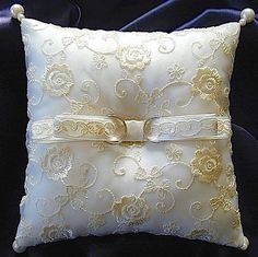 ateliersarah's ring pillow/刺繍入りオーガンジーでおおったリングピロー