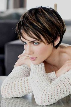 Short Layered Haircuts 2019 Short spiky hairstyles for women have been known to have a glamorous and sassy look in quite a simple way. Women often prefer these short spiky hairstyles. Popular Short Hairstyles, Short Layered Haircuts, Short Hairstyles For Thick Hair, Short Hair Cuts, Curly Hair Styles, Pixie Haircuts, Brown Hairstyles, Hairstyle Short, Stylish Haircuts