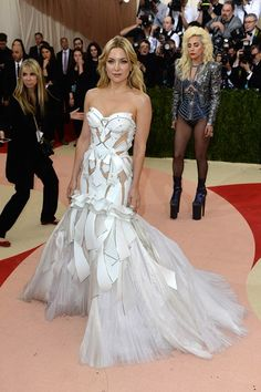 Kate Hudson wore an Atelier Versace gown with $8 million worth of Lorraine Schwartz jewellery.