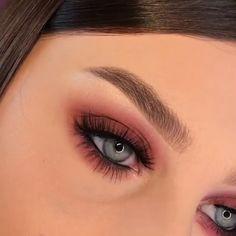 Eye makeup Einfaches Augen Make-up What Is Your Hair Type? Dramatic Eye Makeup, Makeup Eye Looks, Beautiful Eye Makeup, Colorful Eye Makeup, Eye Makeup Art, Simple Eye Makeup, Natural Eye Makeup, Eye Makeup Tips, Smokey Eye Makeup