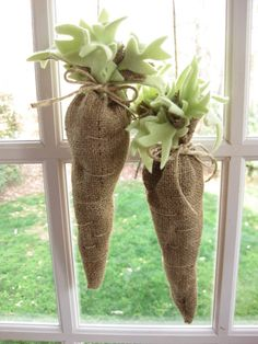burlap carrots...so cute for prim spring decor.