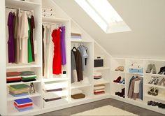 Begehbarer Kleiderschrank unter dem Dach #dachschräge #sideboard #kleiderschrank #begehbarerkleiderschrank #schuhregal ©meine möbelmanufaktur GmbH