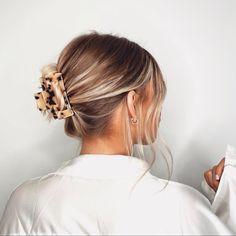 Clip Hairstyles, Trendy Hairstyles, Claw Hair Clips, Hair Day, Bad Hair, Aesthetic Hair, Gorgeous Hair, Hair Looks, Hair Pieces