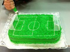 Pastel campo de futbol Soccer Birthday Cakes, Soccer Cake, Cake Decorating Designs, Cake Decorating Techniques, Kids Party Treats, Cake Models, Cake Stencil, Sport Cakes, Sugar Craft