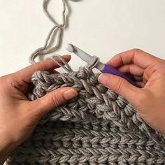 Dit is een toffe steek! Heerlijk weekendproject, eindresultaat volgt snel. #stylecraft #stylecraftweekender #xlhaken#chunkycrochet#cloveramour#haken#crochet#echtstudio #hakendoejebijechtstudio Diy Crochet And Knitting, Crochet Wool, Tunisian Crochet, Love Crochet, Learn To Crochet, Crochet Clothes, Crochet Stitches Patterns, Stitch Patterns, Knitted Blankets
