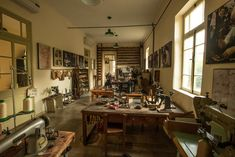 PikiWiki_Israel_22104_shoemaking_workshop.JPG (2944×1965)