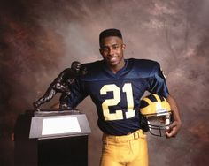 Just a man and his Heisman. I love this picture! Nfl Football Players, Football Is Life, Football Memes, College Football, Michigan Athletics, Michigan Wolverines Football, University Of Michigan, Desmond Howard, Bo Schembechler