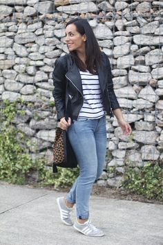 Skinny Jeans Rolled Up . Skinny Jeans Rolled Up Skinny Jeans Casual, Low Rise Skinny Jeans, Ripped Skinny Jeans, Outfits Jeans, Chic Outfits, Adidas Gazelle, Casual Chic, Look Adidas, Zapatillas Casual