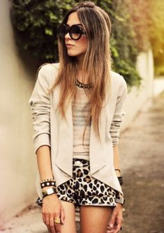 FashionCoolture - look du jour Denise Focil AStars studded leopard Beauty And Fashion, Trend Fashion, Look Fashion, Passion For Fashion, Autumn Fashion, Fashion Outfits, Fashion Models, Cute Winter Outfits, Cute Outfits