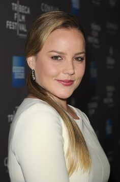 Luxurious glitter and glamour Abbie Cornish . She has also starred in A Good Year, Elizabeth: The Golden Age and Kimberly Peirce's Stop-Loss. Abbie Cornish, Beautiful Celebrities, Beautiful Actresses, Most Beautiful, Beautiful Women, Glamour Magazine, Natural Women, Hollywood Actor, Pretty Woman