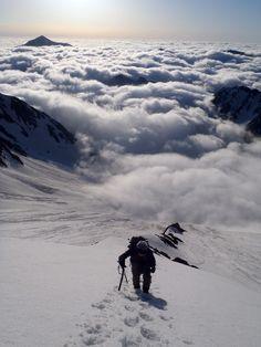 「 雲海 」 . . キュッ、キュッ、と雲海の岸辺を踏み鳴らす。 . . 北アルプス:  Seitengrat(ザイテングラード)