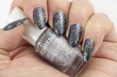 Blogger Glitz & Glam created these gorgeous Holiday season party nails by applying Lumene Gel Effect Nail Polish shade 59, Shimmering Light, on a gun metal colored base coat. Like stars in the night sky! #nailpolish #lumene