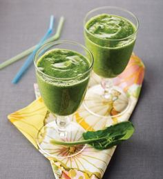 Popeye was right: Spinach will keep you strong. Swedish researchers have found that inorganic nitrate& in spinach& in muscles using less oxygen, which improves muscle performance. Try this naturally sweet smoothie for breakfast or before your workout. Fast Weight Loss Diet, Healthy Weight Loss, How To Lose Weight Fast, Reduce Weight, Losing Weight, Magic Bullet, Milk Shakes, 200 Calories, Shake Recipes