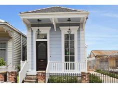 New Orleans Shotgun House - Aline St. -Exterior Shotgun House Plans, New Orleans Architecture, Creole Cottage, Cozy Cottage, Cottage Homes, New Orleans Homes, Small Cottages, Tiny House Plans, Tiny House Living