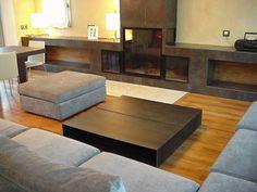 Detalle 2 mesas Ivano Redaelli acero bruñido , suelo madera teka birmana ambiente creado por Patricia ESCAMEZ ARCHITECTE