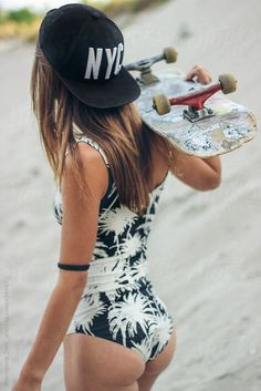Quest Longboards is a top-selling longboard brand that is based in California, USA. We provide longboard skateboards that complement the leisure skaters' lifestyle! Preteen Girls Fashion, Girl Fashion, Little Girl Models, Snowboard Girl, Skater Girl Outfits, Skate Girl, Skateboard Girl, Mädchen In Bikinis, Young Female