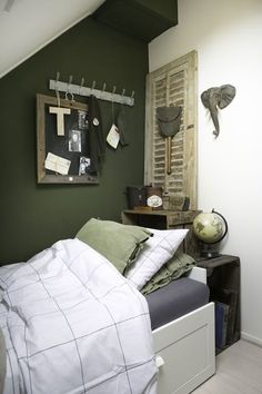 I'm keen on this delightful boys bedroom walls Military Bedroom, Army Bedroom, Khaki Bedroom, Bedroom Green, Girl Bedroom Designs, Room Ideas Bedroom, Bedroom Kids, Boys Army Room, Green Kids Rooms