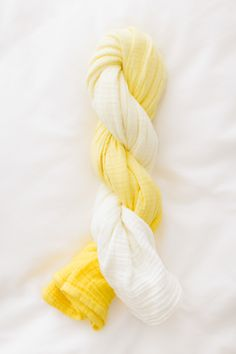 DIY Ombre Baby Blanket 2019 DIY Ombre Swaddle Blanket dye a plain white muslin swaddle blanket using RIT dye The post DIY Ombre Baby Blanket 2019 appeared first on Blanket Diy. Diy Ombre, Baby Blanket Tutorial, Baby Sewing Projects, Diy Projects, Sewing Ideas, Sewing Crafts, Rit Dye, Diy Baby Gifts, Baby Crafts