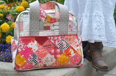 For Sewvivor Challenge 2, I made {another} Weekender from Amy Butler's pattern. And once again i would LOVE to make it into the next round. If you have a second, would mind popping over to the Family Ever After blog and voting for me? This was not an easy bag to put together. Weekenders never...Continue Reading