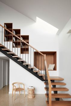 Location: Melbourne, Victoria, Australia - Kingsville Residence is a minimalist home located in Melbourne, Australia, designed by Richard King Design. Richard King Design were engaged to design and… Staircase Metal, Staircase Shelves, Open Staircase, Staircase Makeover, Staircases, Home Stairs Design, Stair Design, Wood Design, Interior Minimalista