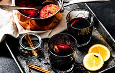 Glühwein zelf maken Moscow Mule Mugs, Martini, Red Wine, A Food, Smoothies, Alcoholic Drinks, Bbq, Snacks, Tableware