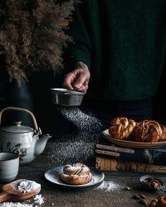 Perníkové kolieska s nugátovým krémom - The Story of a Cake V60 Coffee, Chocolate Fondue, Nutella, Food Photography, Cake, Desserts, Candy Cakes, Pie Cake, Cakes