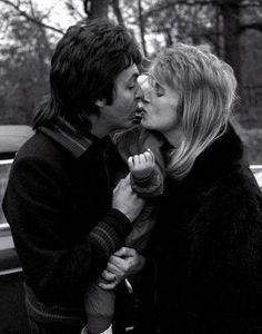 Paul y Linda McCartney Paul Mccartney Beatles, Paul Mccartney And Wings, Beatles Love, Les Beatles, Great Love Stories, Love Story, Rock And Roll, Linda Eastman, Liverpool