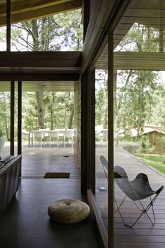 Designed by Elías Rizo Arquitectos, Casa RO Tapalpa is situated in a forested area near the town of Tapalpa. The project consists of a country house to be use on the weekends, so the program remains basic. Modern Rustic Homes, Modern Contemporary Homes, Modern Country, Rest House, House In The Woods, Brick Room, Country House Design, Weekend House, Interior Architecture