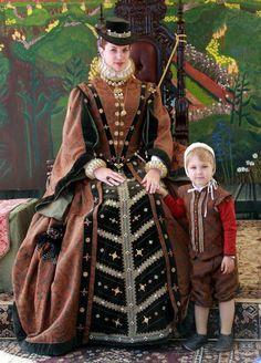 Elizabethan era lady and little Lord. Late Tudor fashion Elizabethan era lady and little Lord. Elizabethan Costume, Elizabethan Fashion, Tudor Fashion, Elizabethan Era, Renaissance Mode, Renaissance Costume, Renaissance Fashion, Renaissance Clothing, Tudor Costumes